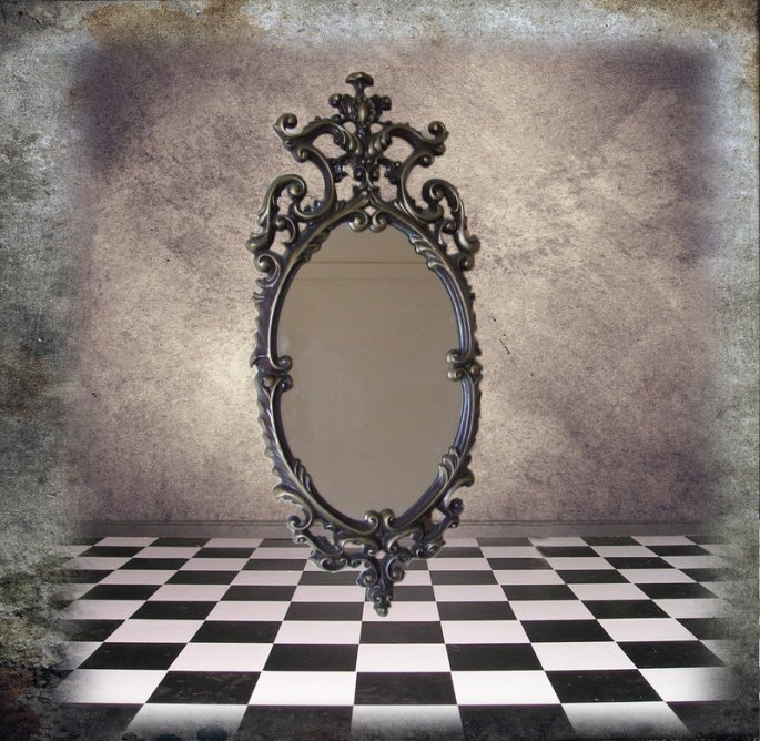 empty_mirror_by_dred8667.jpg