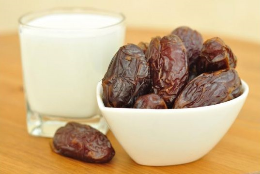 1373022551_dates_and_milk.jpg